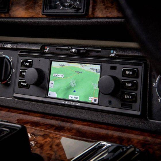 BD11017 - Jaguar Classic Infotainment System in black
