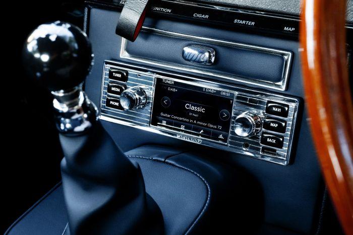 BD11018 - Jaguar Classic Infotainment System in chrome